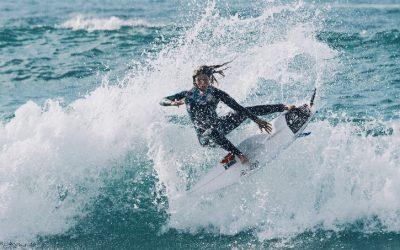 Leticia Canales, una surfista  contra viento y marea