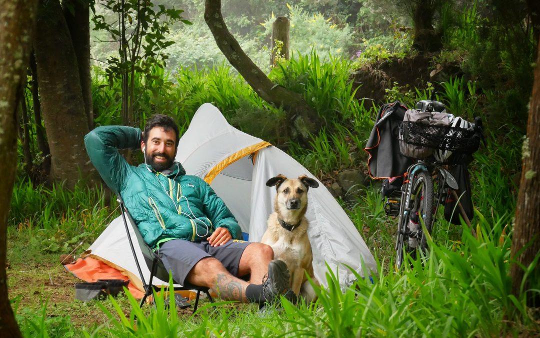 Pablo y Hippie, dos trotamundos solidarios en bicicleta